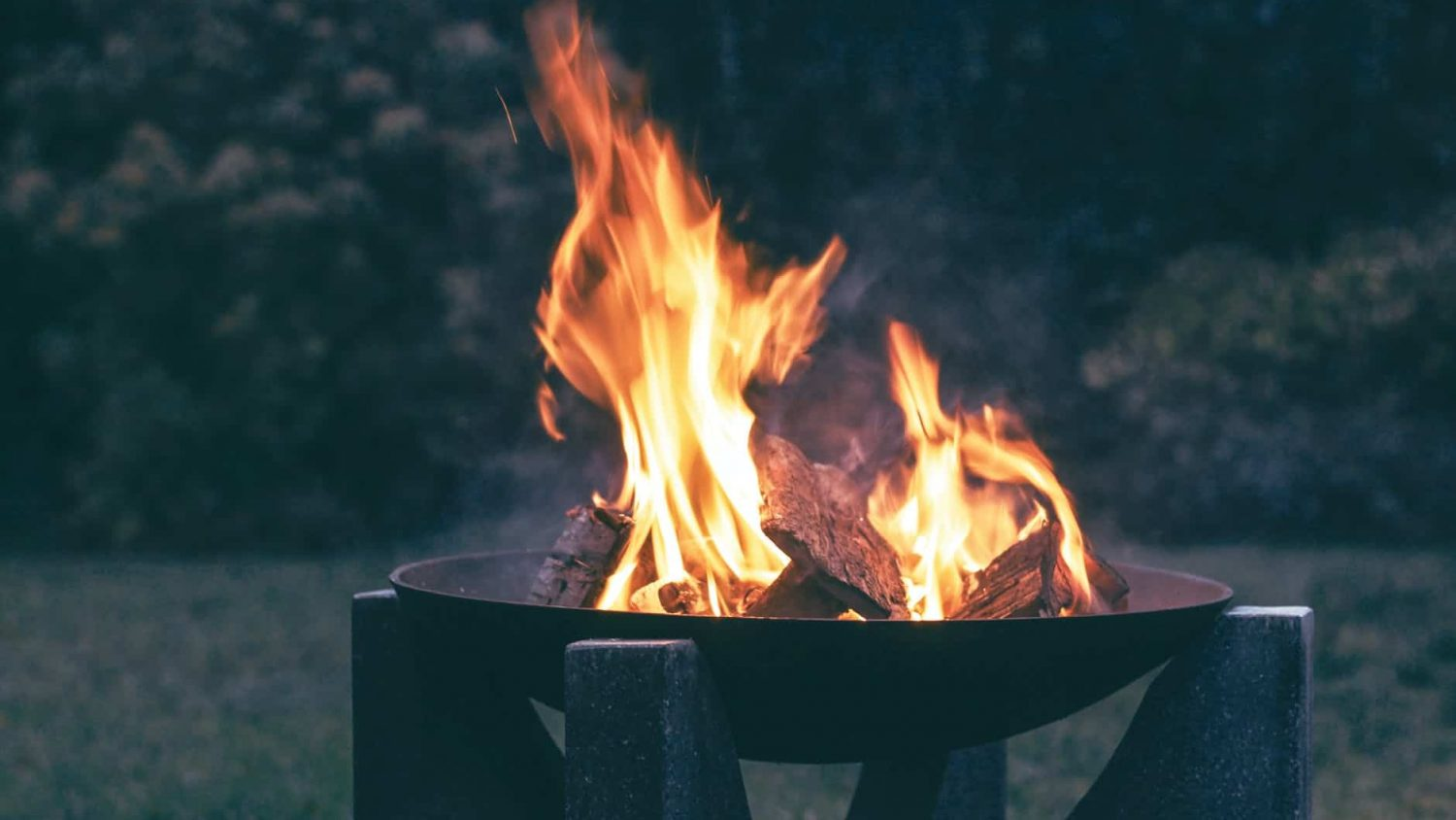 Best Fire Pits: Our Guide to Keeping Warm at Night