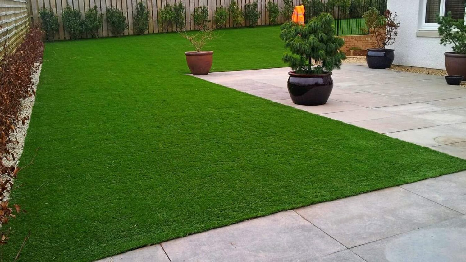15 Benefits of Artificial Grass – Is It the Latest Gardening Wonder or Too Good to Be True?