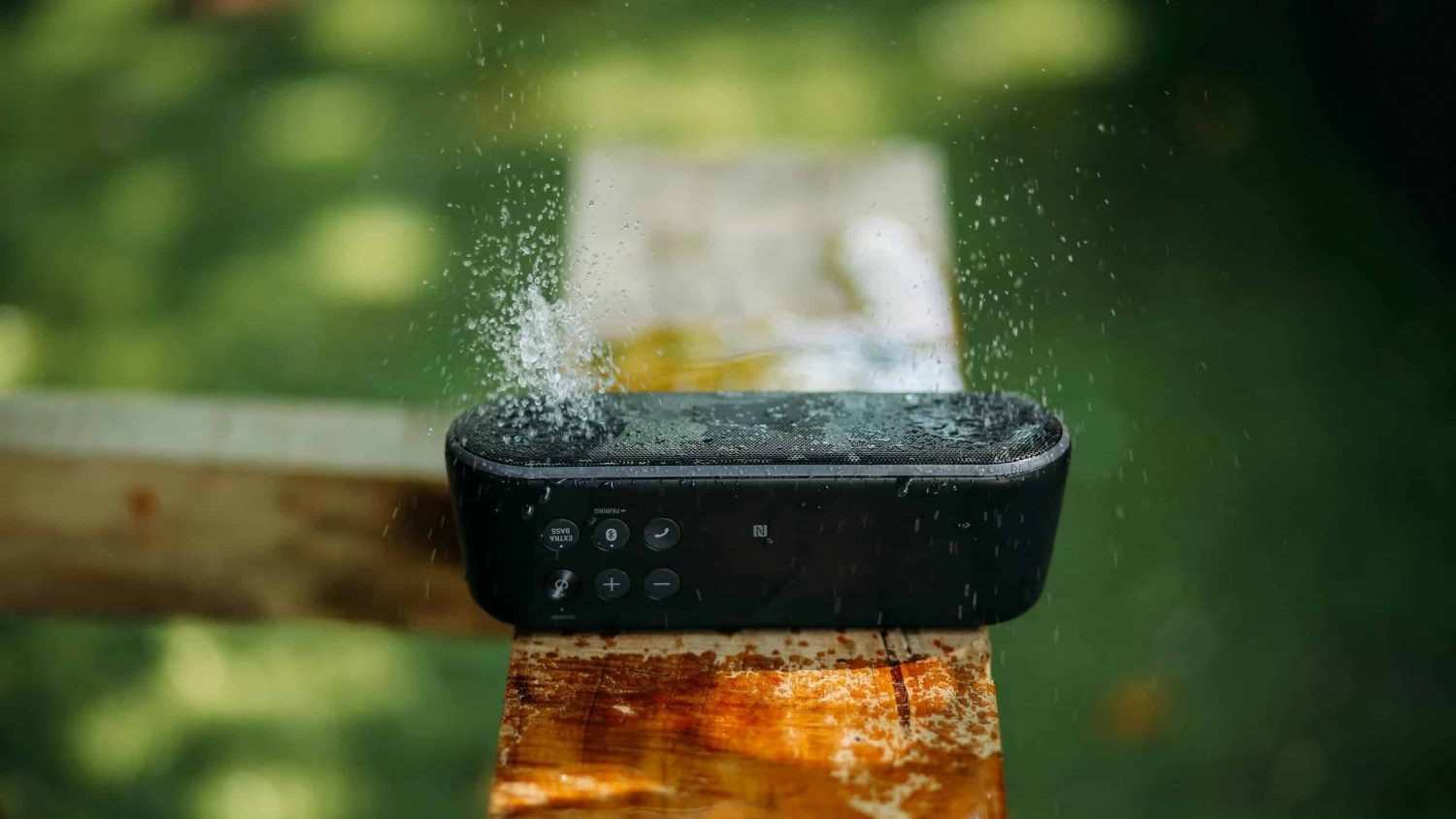 7 Best Waterproof Speakers 2021 – Bring the Party Outside Without Any Worries